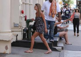 41836_NickyHilton_Shoppingcandids_Soho_020611_031_122_212lo.jpg
