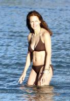 65742_kelly-preston-bikini-05_122_623lo.jpg