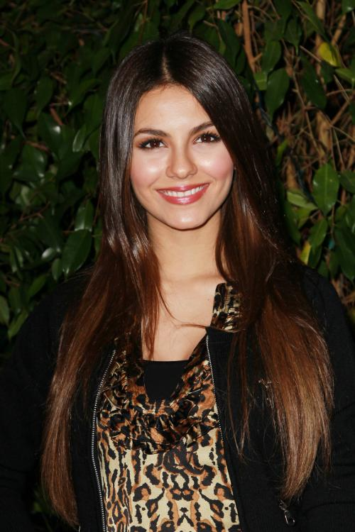 32590_VictoriaJustice_QVCRedCarpetStyleParty_Feb25th2011_011_122_36lo.jpg