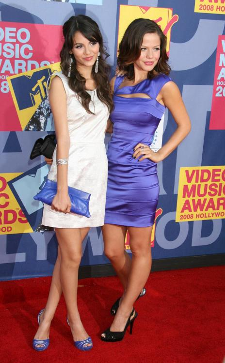 78328_Victoria_Justice_-_2008_MTV_Video_Music_Awards_-_7th_Sept_022_122_387lo.jpg