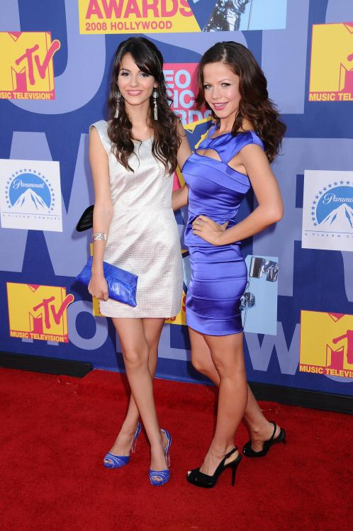 78334_Victoria_Justice_-_2008_MTV_Video_Music_Awards_-_7th_Sept_021_122_108lo.jpg