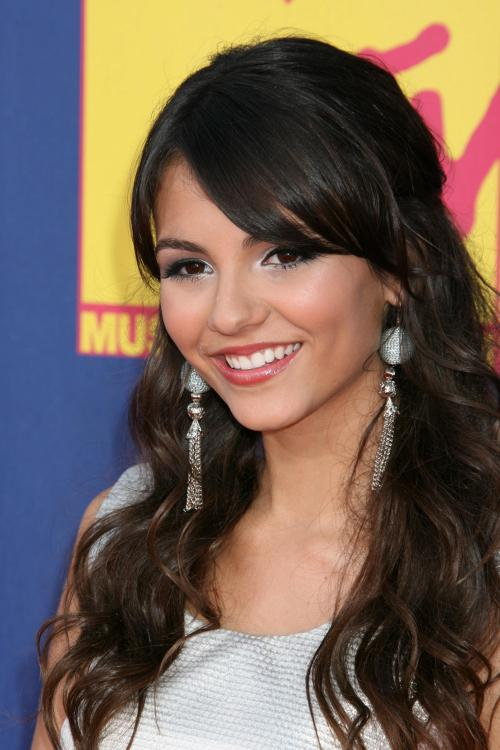78374_Victoria_Justice_-_2008_MTV_Video_Music_Awards_-_7th_Sept_035_122_1024lo.jpg