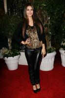31604_VictoriaJustice_QVCRedCarpetStyleParty_Feb25th2011_004_122_234lo.jpg
