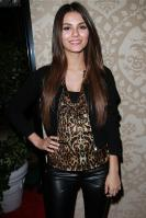 42326_VictoriaJustice_QVCRedCarpetStylePartyLA_Feb25th2011_010_122_189lo.jpg