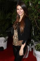 42483_VictoriaJustice_QVCRedCarpetStylePartyLA_Feb25th2011_012_122_193lo.jpg