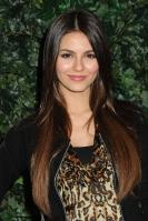 42511_VictoriaJustice_QVCRedCarpetStylePartyLA_Feb25th2011_016_122_145lo.jpg
