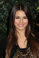 42643_VictoriaJustice_QVCRedCarpetStylePartyLA_Feb25th2011_021_122_444lo.jpg