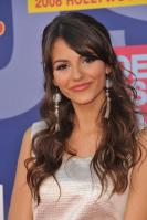 78102_Victoria_Justice_-_2008_MTV_Video_Music_Awards_-_7th_Sept_026_122_967lo.jpg