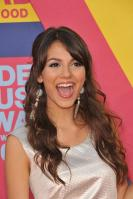 78126_Victoria_Justice_-_2008_MTV_Video_Music_Awards_-_7th_Sept_029_122_342lo.jpg