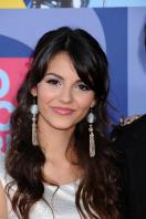78301_Victoria_Justice_-_2008_MTV_Video_Music_Awards_-_7th_Sept_033_122_200lo.jpg