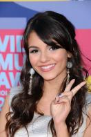 78316_Victoria_Justice_-_2008_MTV_Video_Music_Awards_-_7th_Sept_032_122_349lo.jpg