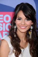 78390_Victoria_Justice_-_2008_MTV_Video_Music_Awards_-_7th_Sept_034_122_1118lo.jpg