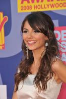 78430_Victoria_Justice_-_2008_MTV_Video_Music_Awards_-_7th_Sept_025_122_358lo.jpg