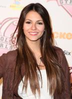 CNMVJOQEF0_Victoria_Justice_-_premiere_of_Nickelodeons_School_Gyrls_-_February_15_3_.jpg