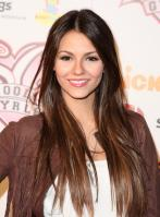D263FXZPND_Victoria_Justice_-_premiere_of_Nickelodeons_School_Gyrls_-_February_15_2_.jpg