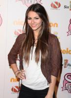 V0MHVP2GUF_Victoria_Justice_-_premiere_of_Nickelodeons_School_Gyrls_-_February_15_4_.jpg