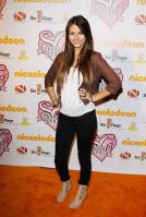 X9YQF7Z5PK_Victoria_Justice_-_premiere_of_Nickelodeons_School_Gyrls_-_February_15_8_.jpg