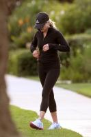 49995_ReeseWitherspoon12312010OutJogginginSantaMonica28_122_19lo.jpg