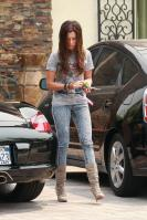 43226_ashley_tisdale_acid_jeans_4_122_529lo.jpg