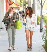 516985443_ashley_tisdale_crochet_cool_10_122_253lo.jpg