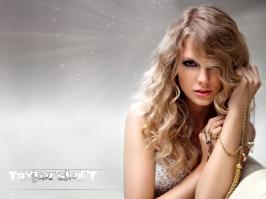 Taylor Swift looks hot