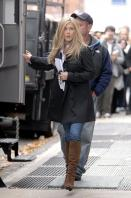 4B9637SH5J_Jennifer_Aniston_-_On_Set_of_Wanderlust_in_NYC_-_Nov_18_2_.jpg