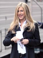 4I3BFS2ACX_Jennifer_Aniston_-_On_Set_of_Wanderlust_in_NYC_-_Nov_18_8_.jpg