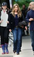 5TH6YXUAHM_Jennifer-Aniston-on-set-The-Switch-0509.jpg