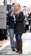 6LCCIZMZ6Y_Jennifer_Aniston_-_On_Set_of_Wanderlust_in_NYC_-_Nov_18_4_.jpg