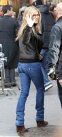 96J63Q5GXV_Jennifer_Aniston_-_On_Set_of_Wanderlust_in_NYC_-_Nov_18_20_.jpg