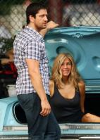 EEK3PVIXLR_Gerard-Butler-and-Jennifer-Aniston-on-the-set-of-The-Bounty-8.jpg