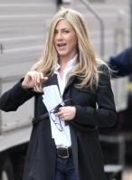EXSU3PAGTI_Jennifer_Aniston_-_On_Set_of_Wanderlust_in_NYC_-_Nov_18_6_.jpg