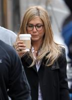 IEMNAGDAGU_Jennifer_Aniston_-_On_Set_of_Wanderlust_in_NYC_-_Nov_18_15_.jpg