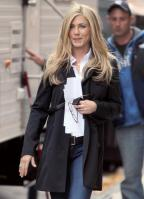 LEQISP6PU6_Jennifer_Aniston_-_On_Set_of_Wanderlust_in_NYC_-_Nov_18_5_.jpg