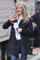 MSAIT6XLFI_Jennifer_Aniston_-_On_Set_of_Wanderlust_in_NYC_-_Nov_18_7_.jpg