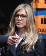 NPFBZTJTR7_Jennifer_Aniston_-_On_Set_of_Wanderlust_in_NYC_-_Nov_18_13_.jpg