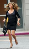 PSZ0RBS5CX_Jennifer-Aniston-on-the-set-of-The-Bounty-3.jpg