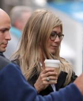 RMTVEDVJCQ_Jennifer_Aniston_-_On_Set_of_Wanderlust_in_NYC_-_Nov_18_14_.jpg
