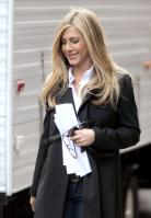 T72PFJUVII_Jennifer_Aniston_-_On_Set_of_Wanderlust_in_NYC_-_Nov_18_9_.jpg