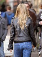TXPNTBFS06_Jennifer_Aniston_-_On_Set_of_Wanderlust_in_NYC_-_Nov_18_23_.jpg