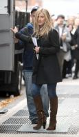 YLYZT560Z1_Jennifer_Aniston_-_On_Set_of_Wanderlust_in_NYC_-_Nov_18_3_.jpg