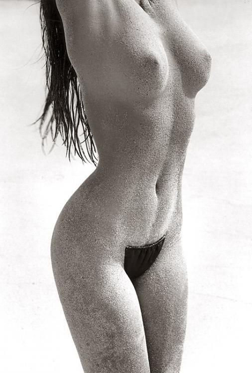 cindy crawford posing nude