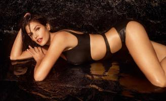 Cindy Crawford in black swimming suite