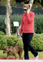 77201_Jessica_Biel_walking_her_dog_in_Brentwood_04_122_13lo.jpg