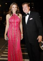 55169NZN02_elizabeth_hurley_pink_can_sept_7_big.jpg