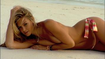 Bar Refaeli topless by the sea