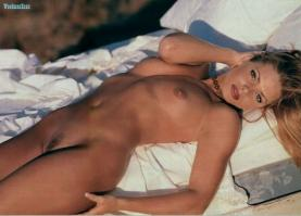 Jaime Pressly showing pussy