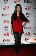 08972_Selena_Gomez_at_Z100s_Jingle_Ball_2010_005_122_518lo.jpg