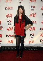 08977_Selena_Gomez_at_Z100s_Jingle_Ball_2010_007_122_392lo.jpg