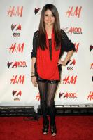 08984_Selena_Gomez_at_Z100s_Jingle_Ball_2010_009_122_995lo.jpg